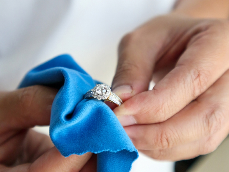 How To Clean Diamond Ring